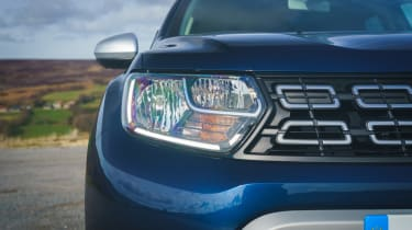 Dacia Duser 4x4 - front light