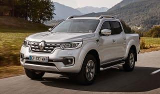 Renault Alaskan - front