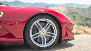 Ferrari 812 Superfast - wheel