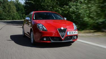 Alfa Romeo Giulietta vs SEAT Leon vs Kia Cee'd - Giulietta front tracking