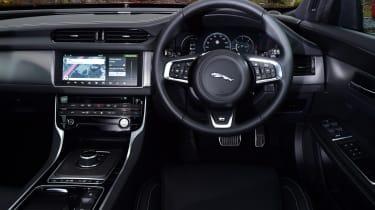 Jaguar XF 2.0d AWD 2016 - interior
