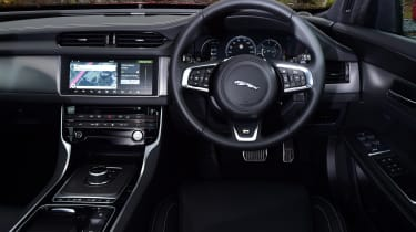 Jaguar XF 2.0d AWD 2016 - interior