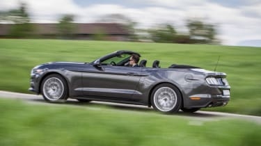 Ford Mustang Convertible - panning