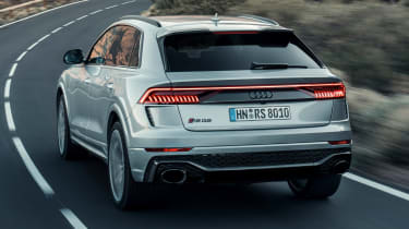 Audi RS Q8 - rear tracking