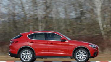 Alfa Romeo Stelvio - side