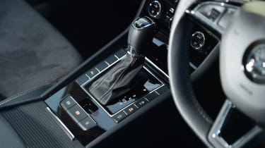 Skoda Superb Sportline - gearstick