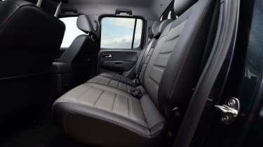 Volkswagen Amarok Dark Label - rear seats