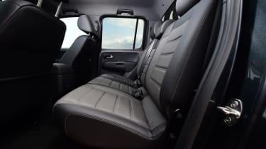 Volkswagen Amarok Dark Label - rear seats