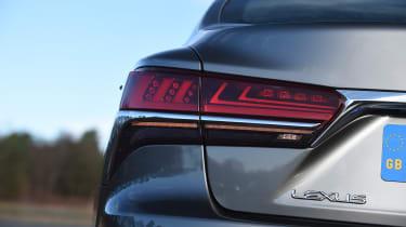 Lexus LS - taillight