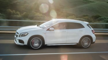 Mercedes-AMG GLA 45 2017 - side tracking