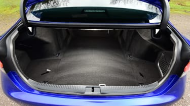 New Lexus GS F 2016 - boot space
