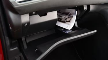 Peugeot 308 SW - glovebox