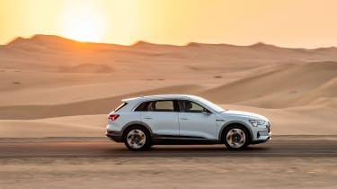 Audi e-tron - side off-road