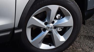 nissan qashqai alloy wheel