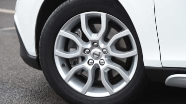 Volvo V40 Cross Country - wheel detail
