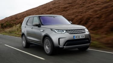 Land Rover Discovery - front action tracking