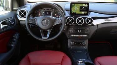 Mercedes B220 CDI 4MATIC Sport - interior