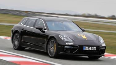 Porsche Panamera Sport Turimso - Golden Steering Wheel 2017 front action