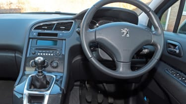 Used Peugeot 5008 - dash