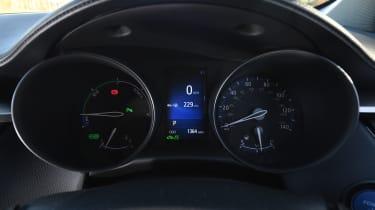 Toyota C-HR - instruments