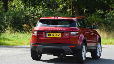 Range Rover Evoque SE Tech 2016 - rear cornering