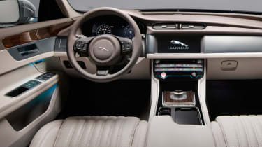 Jaguar XF Sportbrake - dash