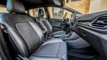 Ford Fiesta Active - front seats