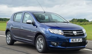 Dacia Sandero - front tracking