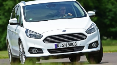 Ford S-MAX - front cornering
