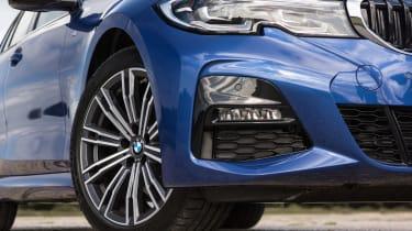 BMW 320d xDrive Touring - wheel