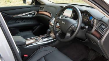 Infiniti Q70 hybrid interior