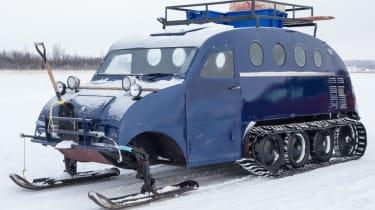 Snow vehicle front quarter