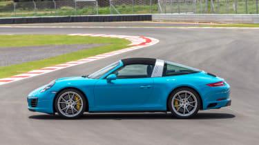 Porsche 911 Targa 4S 2016 - roof closed
