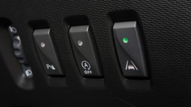 Triple test –Renault Twingo - buttons/assist