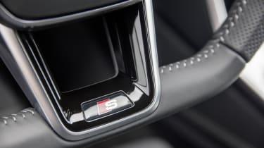 Audi A6 Avant - steering wheel