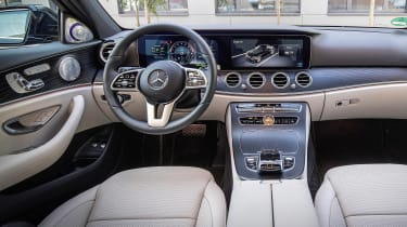 Mercedes E 300 e - dash