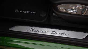 Porsche Macan Turbo - door sill