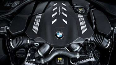 BMW 750i - engine