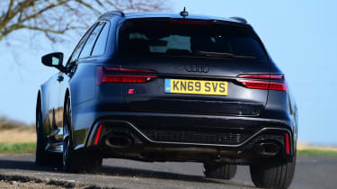 Audi RS 6 - rear cornering