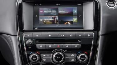 Jaguar XJR - centre console