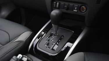 Mitsubishi L200 long-term test - centre console