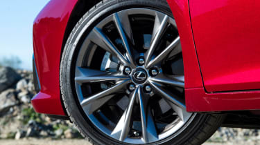 Lexus es 300h alloy wheel