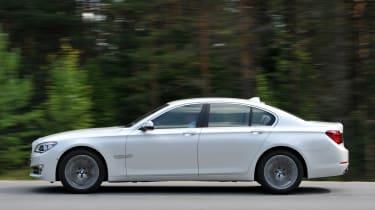 BMW 750i panning