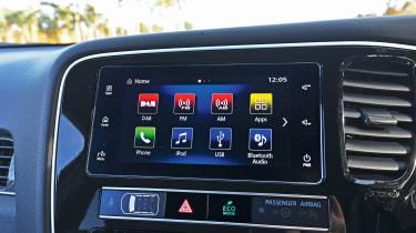 Mitsubishi Outlander PHEV - infotainment