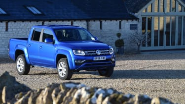Volkswagen Amarok pick-up 2016 - front quarter 2
