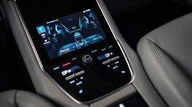 Porsche Panamera - studio rear screen detail