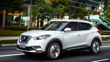 Nissan Kicks SUV - front tracking 3