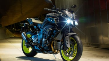 Yamaha MT-10 review - headlamp glint
