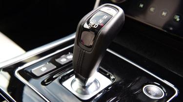 Jaguar XE - gear