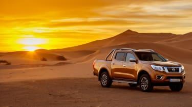 Nissan NP300 Navara pick-up dune - front quarter